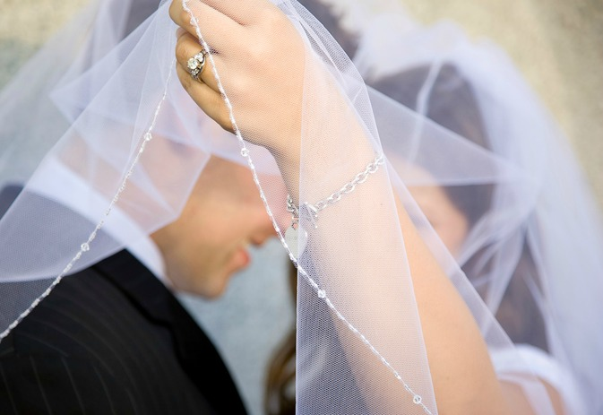 Discover how to make your own wedding veil!